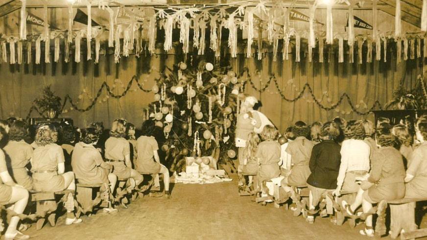Meisjes vieren Kerst in juli op Keystone Camp