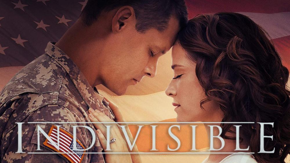 Soldaat en vrouw voor Amerikaanse vlag. Promotiebeeld van Indivisable.
